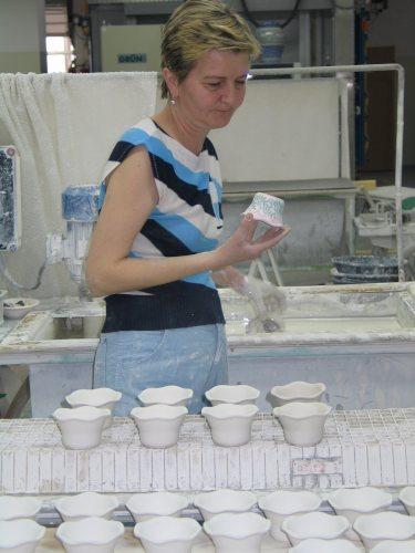 Peinture à la main de la vaisselle polonaise